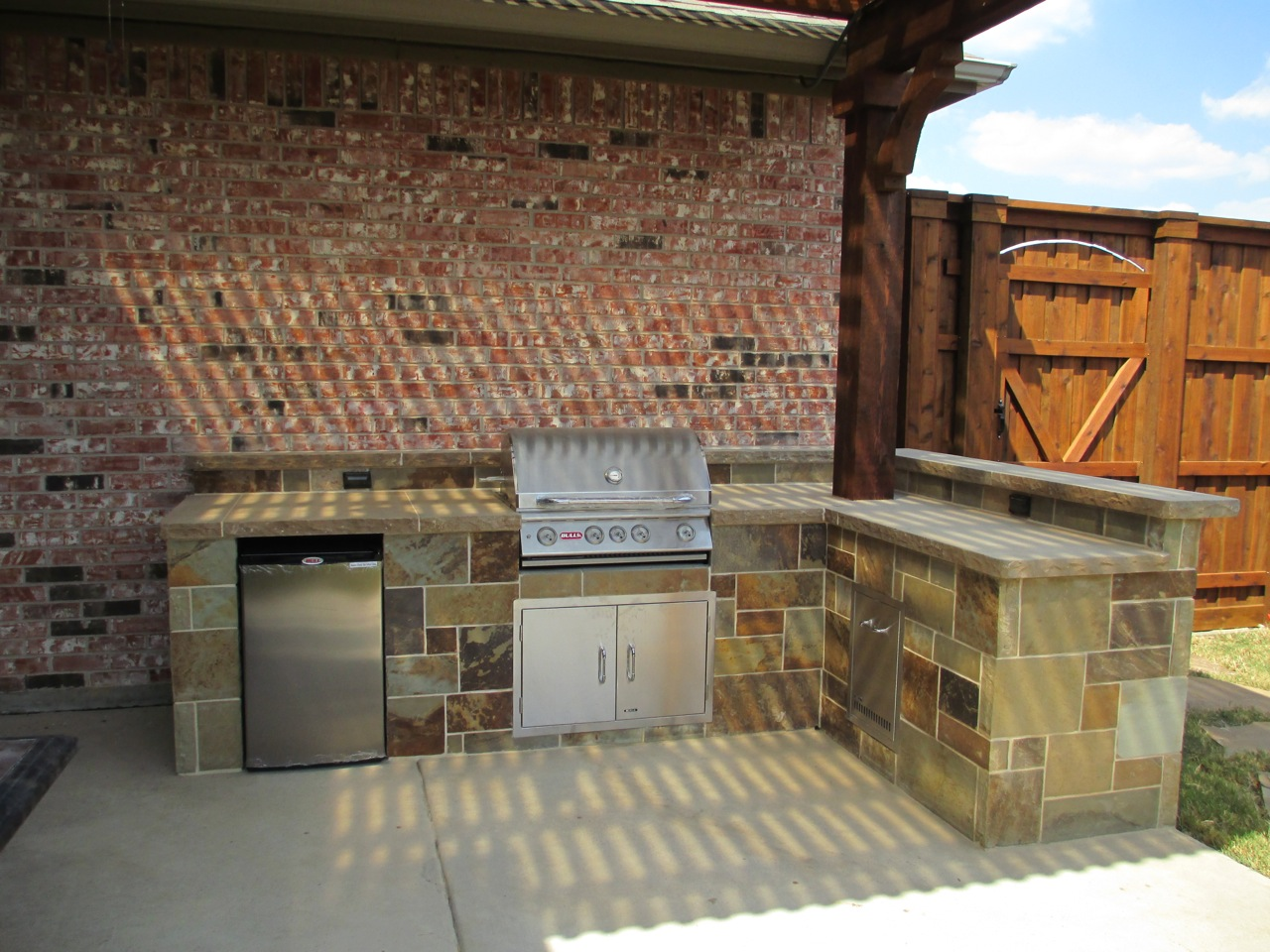 Outdoor kitchen pictures texas best fence for Texas outdoor kitchen designs