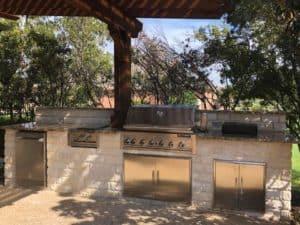 Outdoor features - outdoor kitchen
