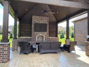 hardscape maintenance - brick and wood pergola with outdoor furniture